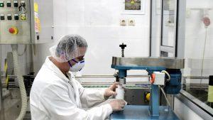 Κορωνοϊός: Αυτό είναι το εργαστήριο παραγωγής αντισηπτικών του στρατού